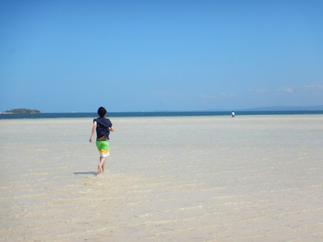 ヒルトゥンガン島 ビーチ