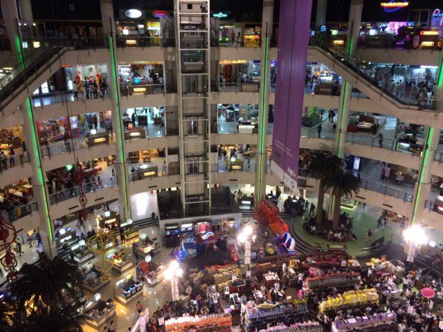 ボニファシオ Market Market