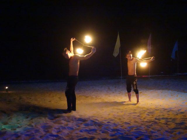 プエルトガレラ ホワイトビーチ 夜 ファイヤーダンス