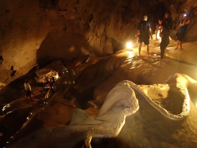 サガダ 洞窟