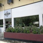 BOOKS & BREWS CAFE 歓楽街 マンゴーストリート